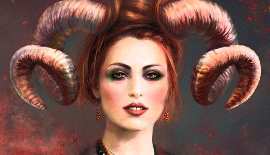 Женщина Овен с рогами