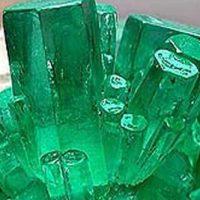 Растущие кристаллы Изумруда