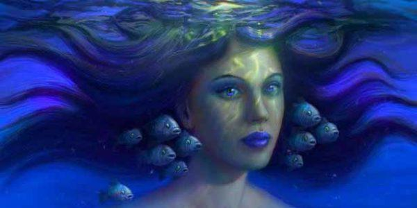 Голова женщины в воде с рыбами
