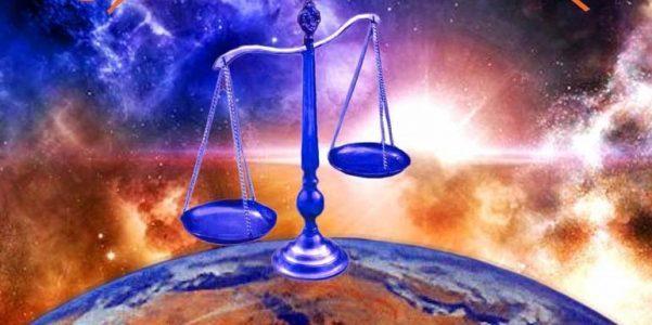 Статуэтка весов на планете Земля